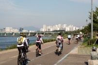 The start of the Three Rivers Cycleway, a cycle path going from Incheon/Seoul right the way to the south of the country. The Koreans are mad about their bikes, the gear riding around here puts Richmond Park to shame. The contrast with China is ridiculous. We're definitely back in the developed world. Seoul, South Korea.