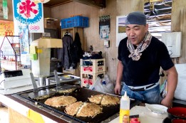 The food in this country is exceptional. You can't seem to go wrong with whatever you pick and wherever you go. They just know what they're doing when it comes to food. This guy just couldn't stop laughing as he was cooking up our lunch. Imabari, Japan