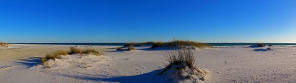 As we travel eastwards the beaches are getting whiter and whiter. The roads along the coast are quite simply stunning. Pensacola Beach, FL, USA